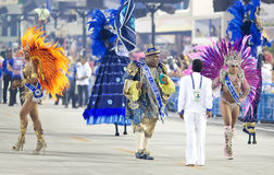 RIO DE JANEIRO - FEBRUARY 10: A woman and men in costume dancing Stock Photos