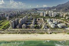 Rio de Janeiro flyg- sikt för Barra da Tijuca strand Arkivfoto