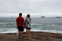 Rio de Janeiro har grova hav på en bakrusdag royaltyfri fotografi