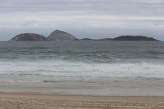Rio de Janeiro heeft ruwe overzees op een katerdag royalty-vrije stock foto's