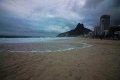 Rio de Janeiro heeft ruwe overzees op een katerdag royalty-vrije stock fotografie