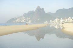 Rio de Janeiro Ipanema Beach Scenic Misty Reflection Images stock