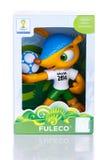 RIO DE JANEIRO - MAJ 18, 2014: Fuleco plast-maskot Fuleco är arkivbild