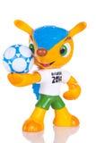 RIO DE JANEIRO - MAJ 18, 2014: Fuleco plast-maskot Fuleco är Arkivfoton