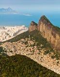 Rio de Janeiro Mountains, Stedelijke Aereas, Oceaan in de Horizon Royalty-vrije Stock Fotografie