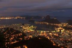 Rio de Janeiro nattsikt av Sugarloaf, Brasilien arkivbilder