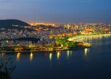 Rio de Janeiro på natten Fotografering för Bildbyråer
