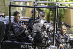 Rio de Janeiro patrullerar den militära polisen gatorna av Rio de Janeiro Royaltyfria Bilder