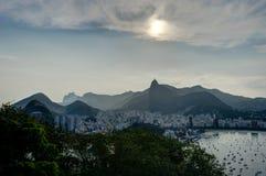 Rio de Janeiro View dalla montagna di Sugarloaf sopra la città durante il tramonto Immagini Stock Libere da Diritti