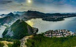 Rio de Janeiro View dalla montagna di Sugarloaf sopra la città durante il tramonto Fotografia Stock