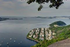 Rio de Janeiro View de la montaña de Sugarloaf sobre la ciudad durante puesta del sol imagenes de archivo