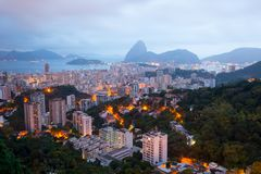 Rio de Janeiro vor Sonnenaufgang mit der Zuckerhut stockfotos