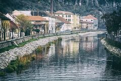 Rio de Jihlava, Trebic, filtro checo, análogo imagens de stock