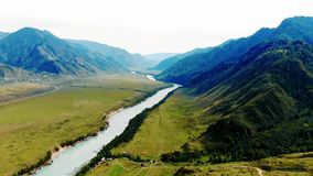 Rio de Katun na república de Altai video estoque