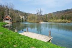 Rio de Kolpa, um lugar a nadar Foto de Stock