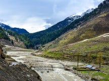 Rio de Kunhar no vale de Naran, Paquistão Imagens de Stock