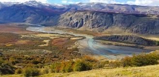Rio De Las Vueltas avec des couleurs d'automne, EL Chalten, Argentine photos libres de droits