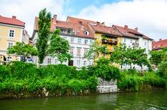 Rio de Ljubljanica em Ljubljana, Eslovênia imagem de stock