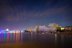 Rio de Moscou na noite Fotos de Stock