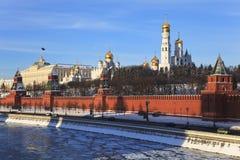Rio de Moscovo Kremlin e de Moscovo. Rússia. imagens de stock royalty free