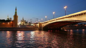 Rio de Moskva e Kremlin (na noite), Moscou, Rússia vídeos de arquivo