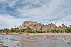 Rio de Ounila perto de AIT Ben Haddou, Marrocos Fotos de Stock