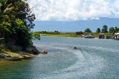 Rio de Poso perto de Tentena indonésia fotos de stock royalty free