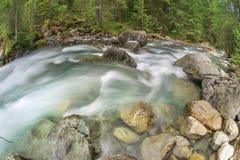 Rio de pressa da montanha Fotos de Stock Royalty Free