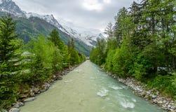 Rio de pressa da montanha Imagens de Stock