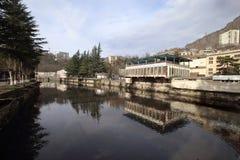 Rio de Qvirila na cidade de Chiatura, Geórgia foto de stock royalty free