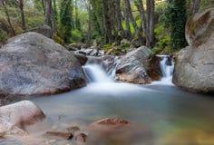 Rio de seda em uma tarde nebulosa, perto de Avila, Espanha Imagens de Stock