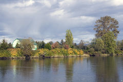 Rio de Snohomish do encanto do outono @ Imagens de Stock