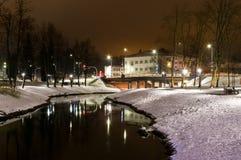 Rio do parque da cidade da fotografia da noite do inverno Foto de Stock Royalty Free