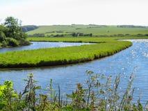 Rio do parque nacional e do Cuckmere de sete irmãs Sussex do leste, Inglaterra imagens de stock royalty free