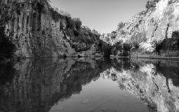 Rio e cachoeira, Bolbaite, Valencia Province, Espanha foto de stock royalty free