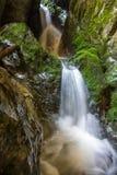 Rio e cachoeira subterrâneos em Romênia Foto de Stock Royalty Free
