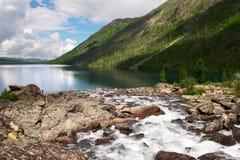 Rio e lago ásperos. foto de stock royalty free