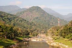 Rio e a montanha Imagens de Stock
