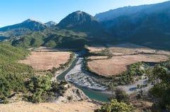 Rio e montanha em Albânia Fotografia de Stock