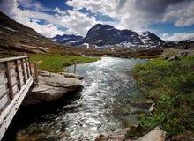 Rio e montanhas de Trollstigen Fotografia de Stock