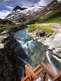 Rio e montanhas de Trollstigen Foto de Stock Royalty Free
