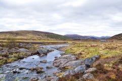 Rio e montanhas em Escócia Fotografia de Stock