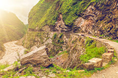 Rio e montanhas em Nepal Foto de Stock