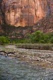 Rio e rochas vermelhas imagem de stock royalty free