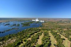 Rio e Victoria Falls de Zambesi zimbabwe imagens de stock royalty free