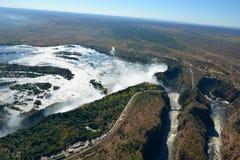 Rio e Victoria Falls de Zambesi zimbabwe imagem de stock