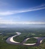 Rio em que fazer dá laços na floresta Imagem de Stock