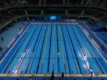 Rio 2016 - estádio aquático olímpico imagens de stock royalty free