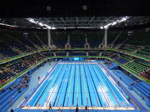 Rio 2016 - estádio aquático olímpico fotografia de stock royalty free