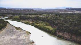 Rio Grande corre através do parque nacional de curvatura grande foto de stock royalty free